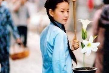 她曾是谢霆锋的新娘陈坤的独爱红得乌烟瘴气现在却无人问津