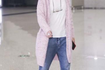 不化装的周迅太露出年岁了一身休闲走机场总算信任她45岁了